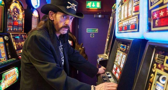 Motörhead frontman plays slots