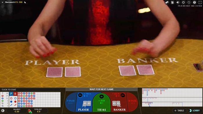 Дилер сдает карты в Live Baccarat